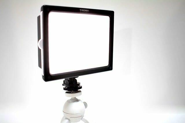 商品や食べ物の写真は可能なかぎり明るく撮りたいので、YONGNUO社のYN160SカメラLEDライトを使ってみた