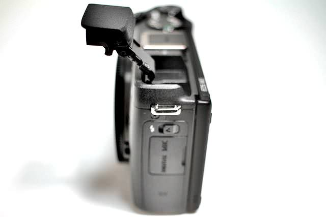 EOS M3 右側面 ストロボ