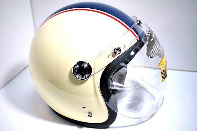 7 ヘルメット 外観横
