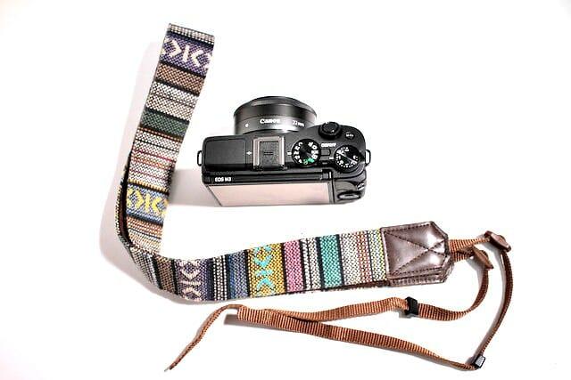 カメラのネックストラップ をかっこよく取り付ける方法