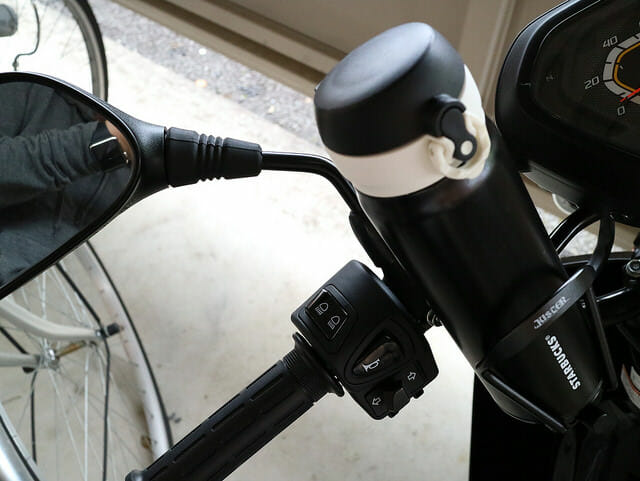 暑い夏を乗り越えるためにバイクにドリンクフォルダーを付けた