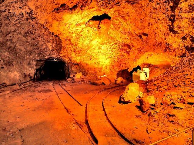 佐渡島金山坑道採掘