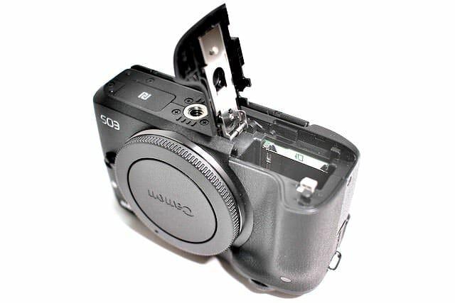 EOS M3 ガッツリ撮影すると1日バッテリーが持たない。
