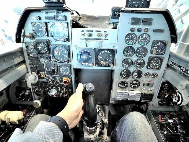 航空自衛隊浜松基地エアーパークT2ブルーインパルスコックピット着座