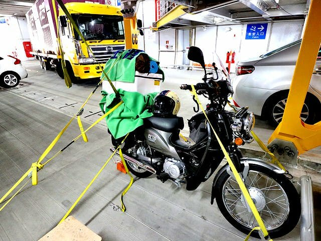 佐渡島直江津港あかねバイク駐車