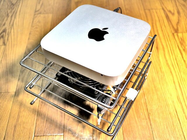 Mac mini のお立ち台に扇風機をつけて暑い夏を乗り切ろう