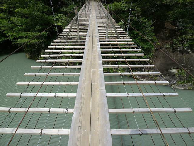 寸又峡夢の吊橋上
