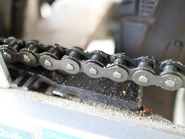 チェーン洗浄チェーンエンジン側汚れ