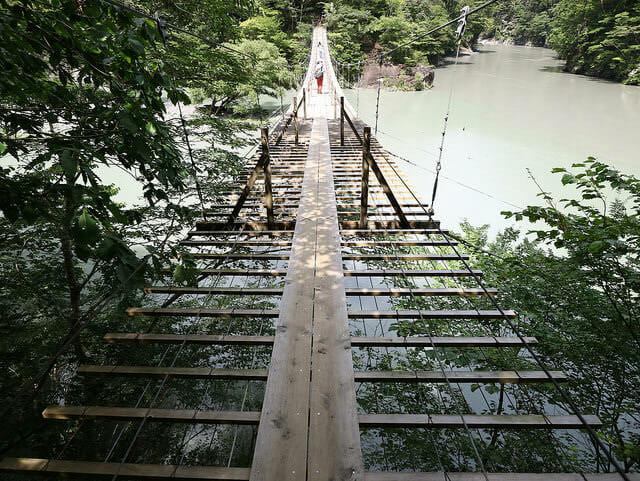 静岡県川根本町にある夢の吊橋を渡った山岳地帯なので落石には注意しましょう1