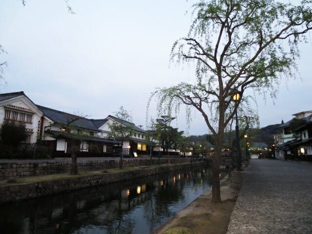 夕方の倉敷美観地区はライトアップが美しく人が少なくて穴場でした