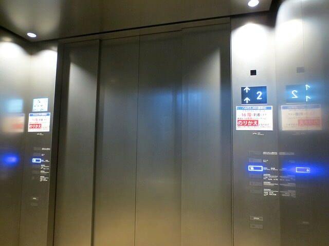 あべのハルカスエレベーター16階行き