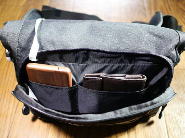 ヒップバッグフロントポケット財布名刺