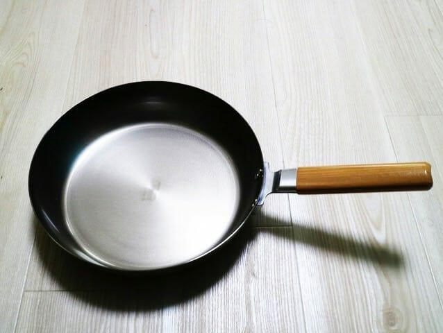 フッ素樹脂のフライパンを止めて鉄のフライパンにした