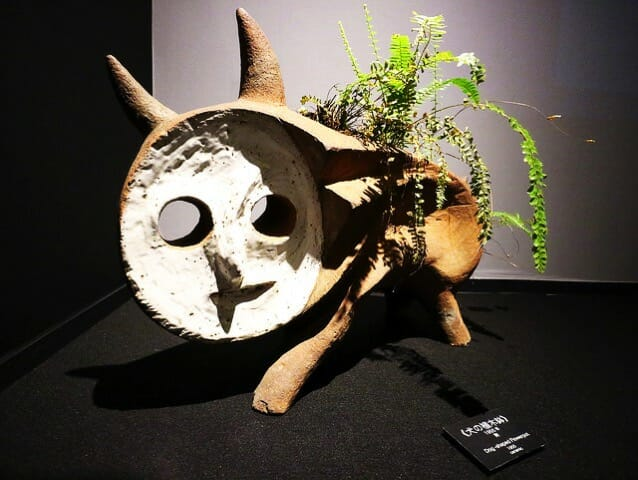 岡本太郎記念館2階左展示室犬の植木鉢