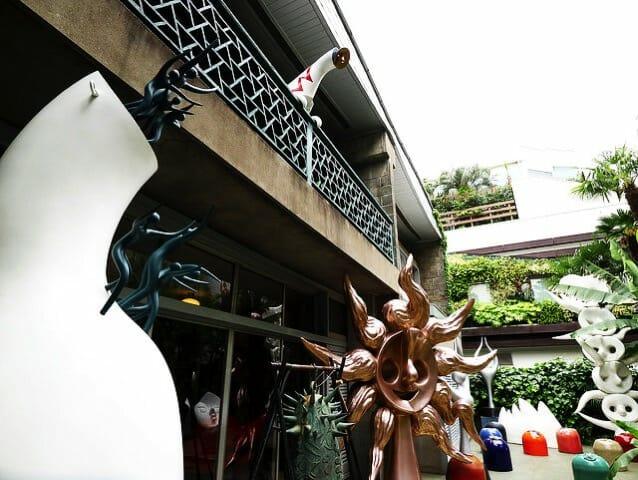 岡本太郎記念館庭左側