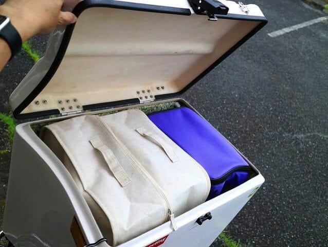 無印良品のソフトボックスがバイクのリアボックスに丁度よく収まる