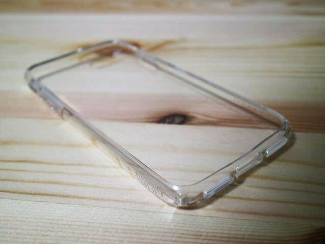 iPhoneジェットブラックには透明なケースをするしかない