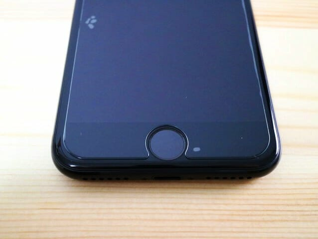AnkerGlassGuardiPhone7貼付ホームボタン位置合わせ
