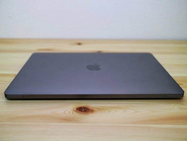 MacBookProLate2016 背面
