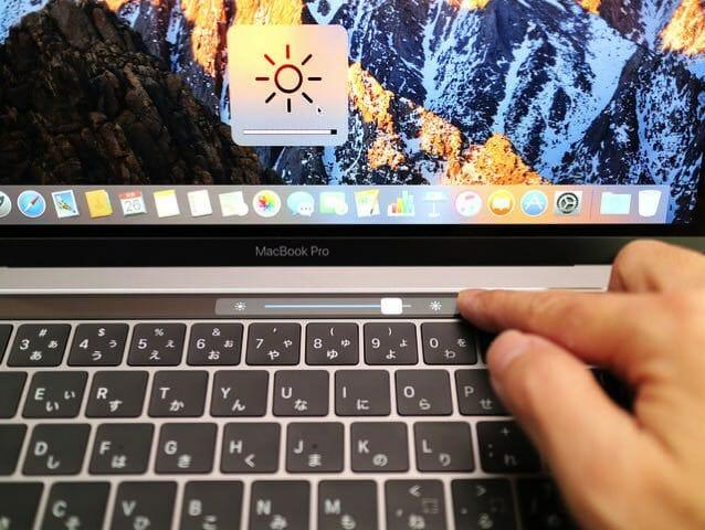 MacBookProLate2016 TouchBar輝度調整