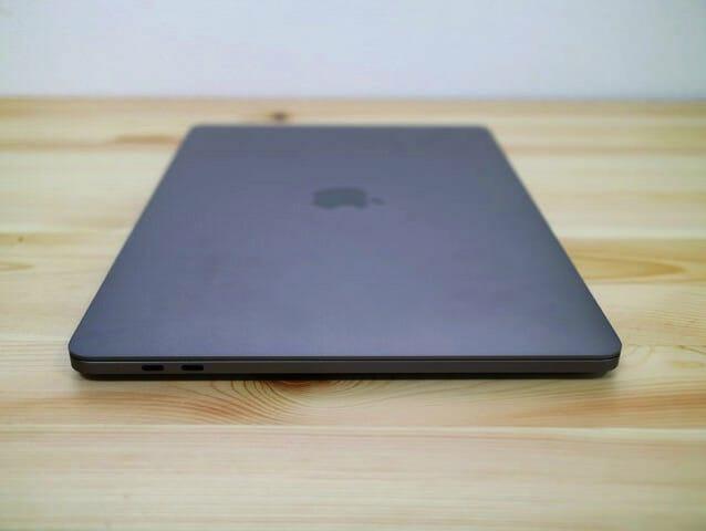 MacBookProLate2016 左側面