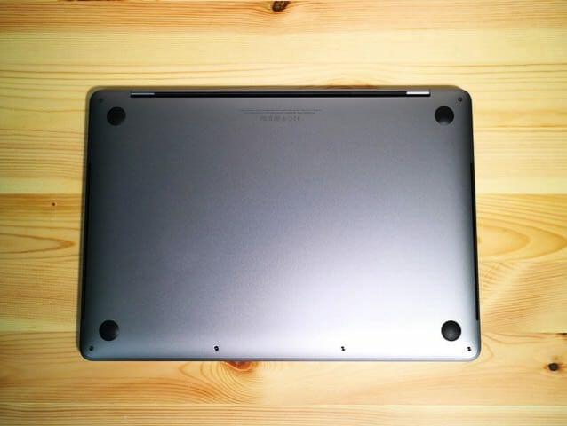 MacBookProLate2016 裏面