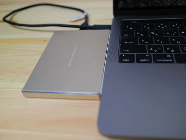 LaCieUSB CポータブルHD MacBook接続2