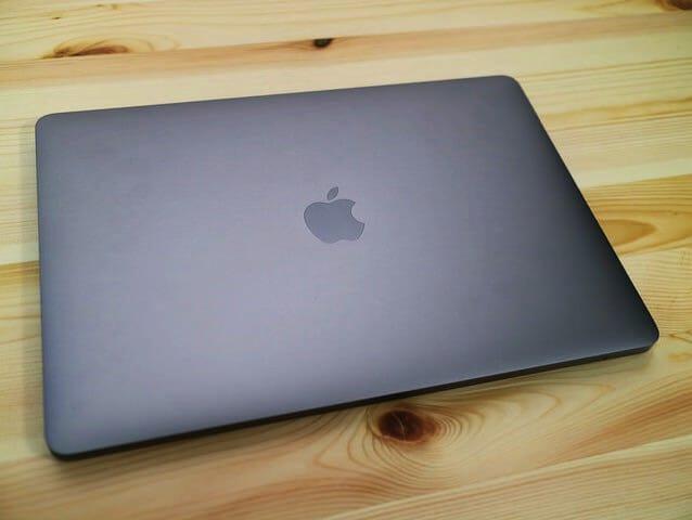 MacBookProLate2016 表面