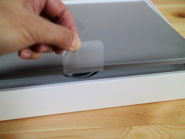 MacBookProLate2016 本体持ち上げ