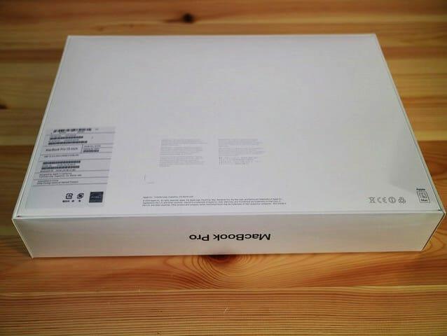 MacBookProLate2016 パッケージ裏面