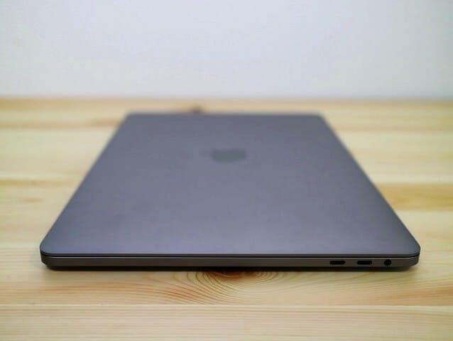 MacBookProLate2016 右側面