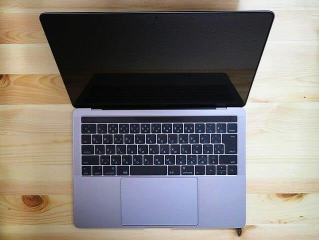 安心感が半端ない!MacBook Pro(13インチ Late 2016)に液晶保護フィルムを貼ってみた