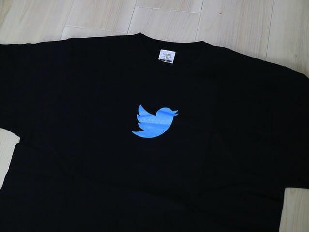 Twitterのロゴ入りTシャツをゲットした