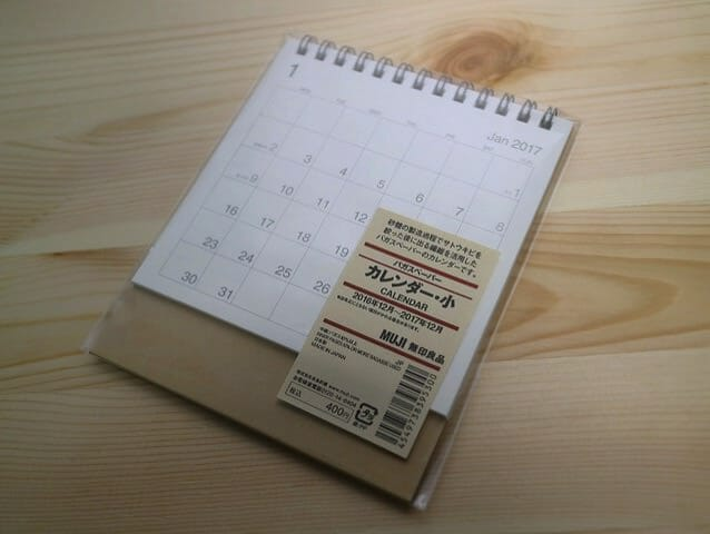 無印良品の卓上カレンダーはシンプルでいいね