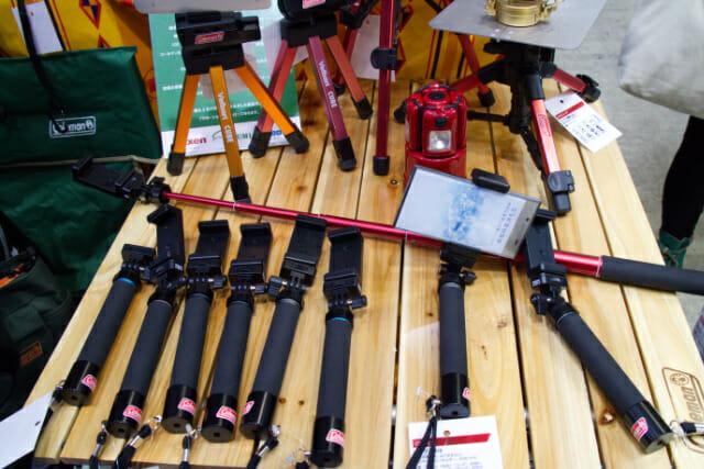 アウトドアに便利なカメラ用品、自撮り棒とトラベル三脚のご紹介