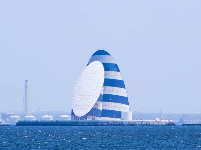 潮干狩り東扇島東公園 東京湾アクアライン風の塔