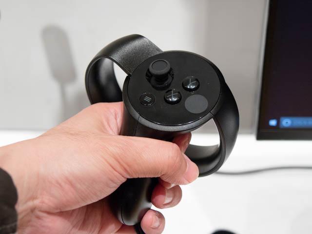 DellVRゲーミング体験会 Oculus Riftコントローラー正面