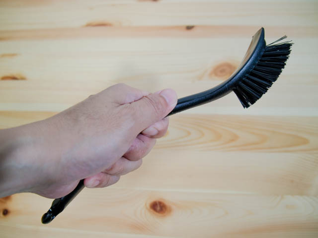 イケアの鉄鍋を洗うのに便利なコスパ最強の食器洗いブラシANTAGEN