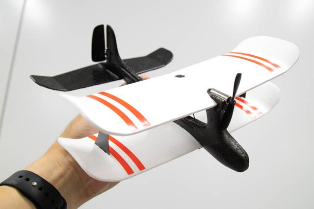 ゴム動力飛行機が生まれ変わって安全性そのままに操作可能な飛行機になったMoskito