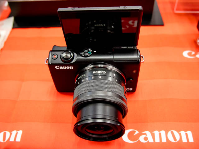 EOS M100 正面