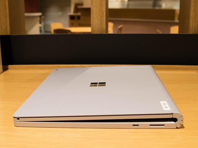 マイクロソフト 新製品Touch Tryイベント SurfaceBook2右側面