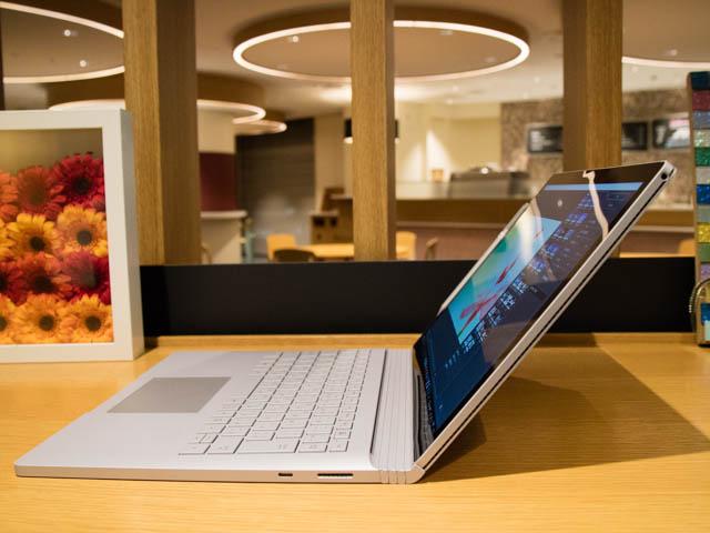 マイクロソフト 新製品Touch Tryイベント SurfaceBook2ディスプレイ傾斜