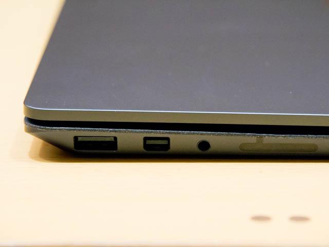 マイクロソフト 新製品Touch Tryイベント SurfaceLaptop左側面