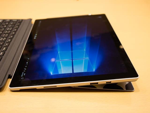 マイクロソフト 新製品Touch Tryイベント SurfaceProスタンド