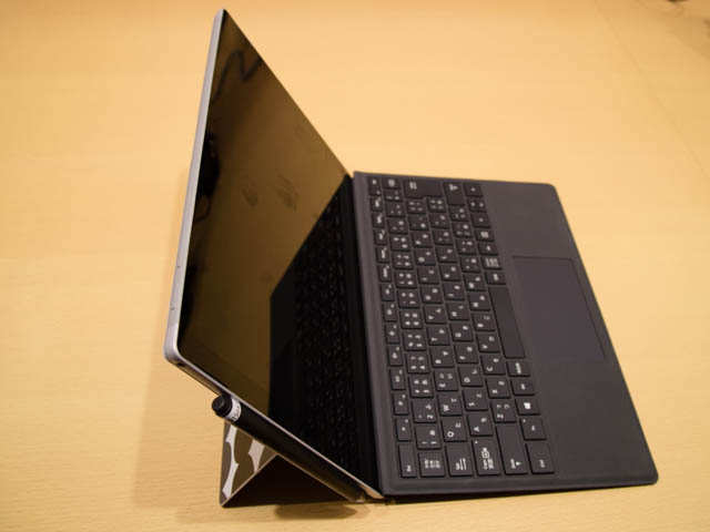 マイクロソフト 新製品Touch Tryイベント SurfacePro左側面