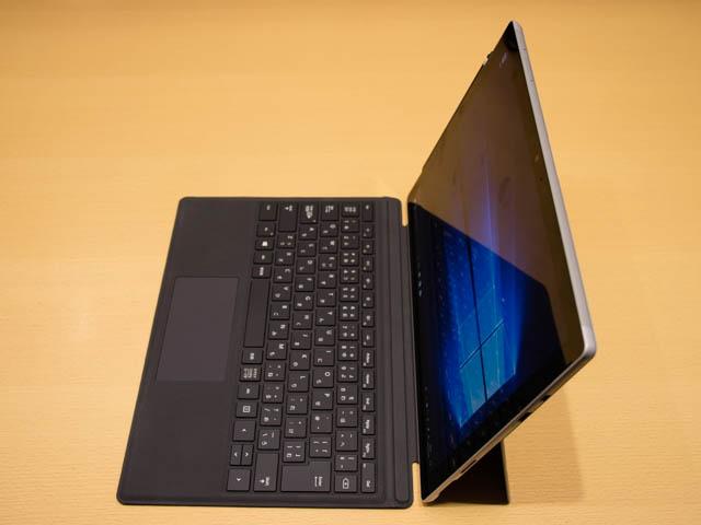 マイクロソフト 新製品Touch Tryイベント SurfacePro右側面