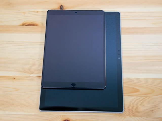 SurfaceBook2 ディスプレイ比較