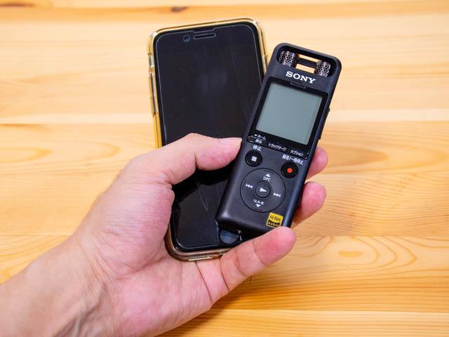 ボイスレコーダーPCM A10 iPhoneサイズ比較