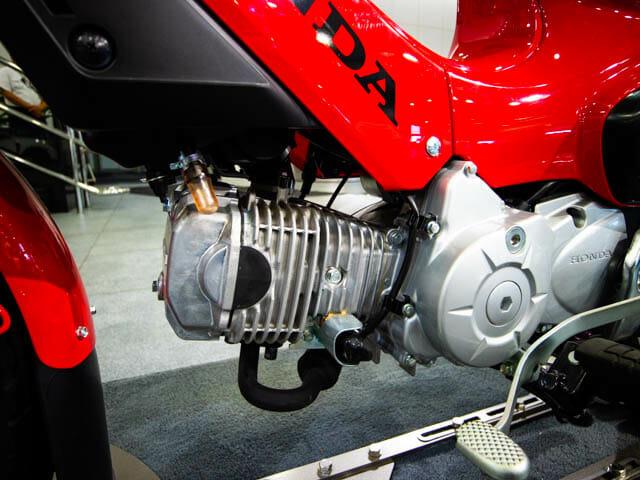 クロスカブ110 ショールーム 左 エンジン