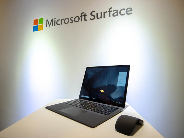 Microsoft Japan Surface Event SurfaceLaptop2正面